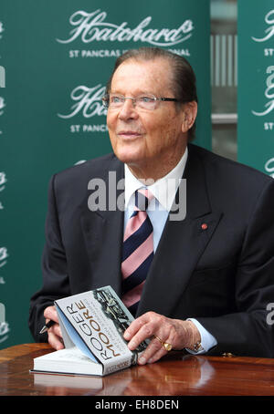 Sir Roger Moore signs copies of his autobiography 'Last Man Standing: Tales From Tinseltown', at Hatchards St Pancras - Stock Photo