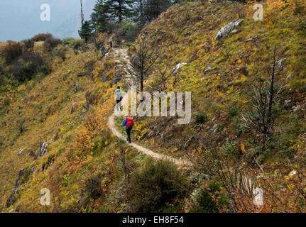BU00293-00...BHUTAN - Trekkers descending the rocky trail from Thombu La to the Paro Chhu Valley on the Jhomolhari - Stock Photo