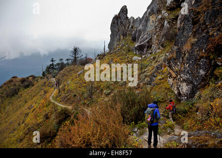 BU00294-00...BHUTAN - Trekkers descending the rocky trail from Thombu La to the Paro Chhu Valley on the Jhomolhari - Stock Photo