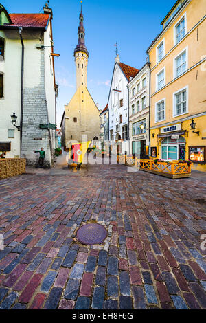 Old shops and pubs line the way to the Town Hall of Tallinn. - Stock Photo