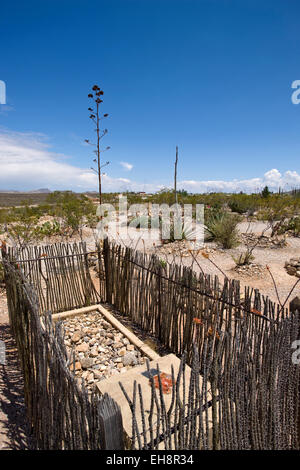 FENCED GRAVE BOOT HILL GRAVEYARD TOMBSTONE COCHISE COUNTY ARIZONA USA - Stock Photo