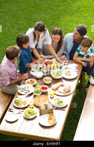 Family and friends gather for vacation picnic - Stock Photo