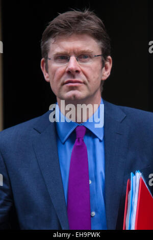 London, UK. 10th March, 2015. Ministers arrive at the weekly cabinet meeting at 10 Downing Street. PICTURED: Greg - Stock Photo
