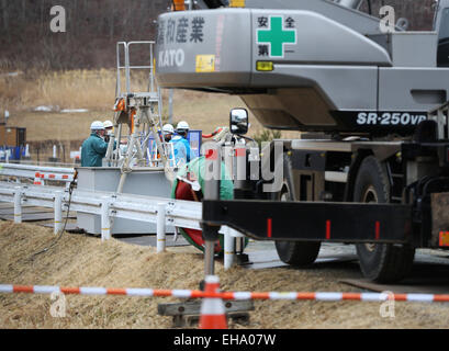 (150310) -- FUKUSHIMA, March 10, 2015 (Xinhua) -- Workers are seen behind large equipment in the town of Iitate, - Stock Photo