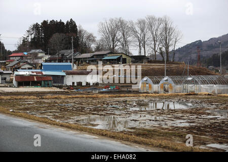 (150310) -- FUKUSHIMA, March 10, 2015 (Xinhua) -- Abandoned fields and houses are seen in the town of Iitate, Fukushima - Stock Photo