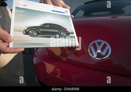 Orange County, California, USA. 13th Oct, 2011. The hands of a man can be seen holding a 2012 Volkswagen Beetle - Stock Photo