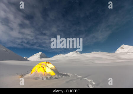 Winter camping next to Nallostugan wilderness hut, Kebnekaise mountain area, Kiruna, Sweden, Europe, EU - Stock Photo