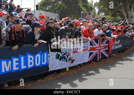 Melbourne, Australia. 12th Mar, 2015. Austalian Grand Prix. Media Day. Fans wait for drivers Credit:  Action Plus - Stock Photo