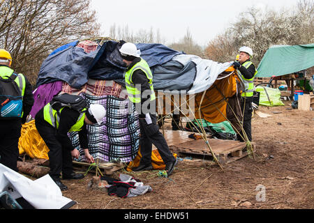 Bristol, UK. 12th Mar, 2015. Bailiffs moved to evict protesters who are preventing work commencing on a new Metrobus - Stock Photo