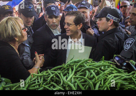 (150312) -- JERUSALEM, March 12, 2015 (Xinhua) -- Israel's Zionist Union leader Isaac Herzog (C) shakes hands with - Stock Photo