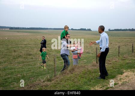 US President Barack Obama greets a family during a visit to the prehistoric site of Stonehenge following the NATO - Stock Photo