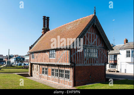 Aldeburgh, Suffolk, UK. The Moot Hall was built around 1550. The Town Council still meets here monthly - Stock Photo