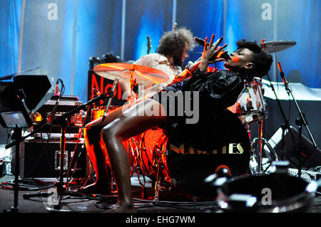 The Noisettes live at Brixton Academy London 27/05/09. - Stock Photo
