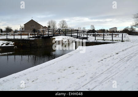 An old bridge on the Forth and Clyde canal between Whitecrook and Linnvale during the winter - Stock Photo