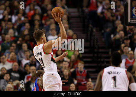 March 13, 2015 - MEYERS LEONARD (11) shoots and scores. The Portland Trail Blazers play the Detroit Pistons at the - Stock Photo