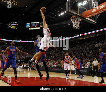 March 13, 2015 - MEYERS LEONARD (11) flys in for a dunk. The Portland Trail Blazers play the Detroit Pistons at - Stock Photo