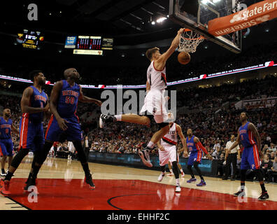 March 13, 2015 - MEYERS LEONARD (11) dives in for a dunk. The Portland Trail Blazers play the Detroit Pistons at - Stock Photo