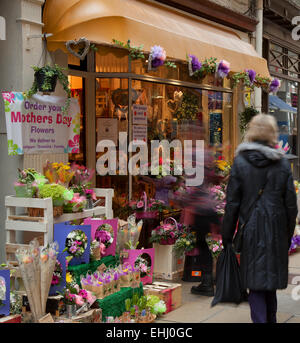"""Southport, Merseyside, UK. 14th March, 2014.  Shoppers in """"Mothers Day Mode. The florists, florist, flower, flower - Stock Photo"""
