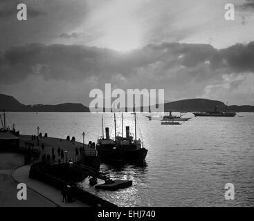 AJAXNETPHOTO - 1911-12 APPROX. - SUNSET - A PHOTOGRAPH TAKEN IN EDWARDIAN TIMES FROM OBAN, ARGYLL, SCOTLAND, LOOKING - Stock Photo