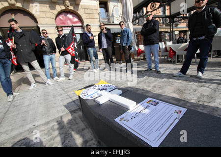 Verona, Italy. 14th Mar, 2015. Italian Political Party Forza Nuova shows a fake funeral ceremony with coffin made - Stock Photo