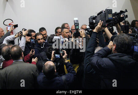 Verona, Italy. 14th Mar, 2015. Verona's Mayor Flavio Tosi speaks with journalist during his official candidacy Regional - Stock Photo