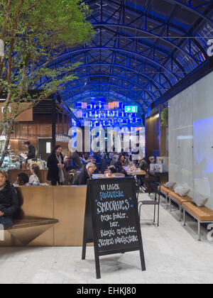 Østbanehallen, old main railway station converted into a hall full of restaurants bars and good food, Oslo Norway - Stock Photo