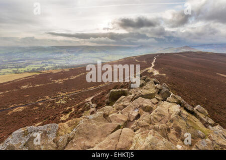 Win Hill looking towards the Great Ridge and Mam Tor in the Derbyshire Peak District, UK. - Stock Photo