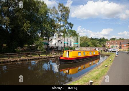 The Staffs and Worcester canal at the Vine Pub, Kinver - Stock Photo