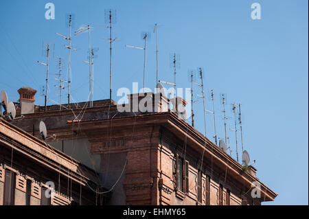 Aerials on the roofs of buildings on Lungotevere Testaccio, Rome, Lazio, Italy. - Stock Photo