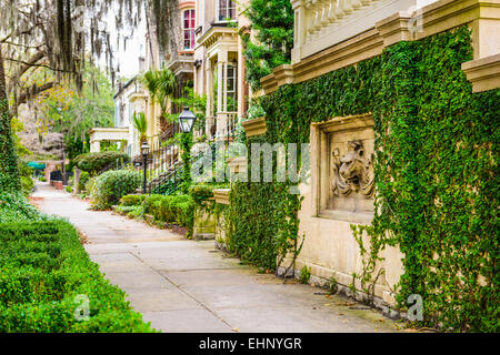 Savannah, Georgia, USA historic downtown sidewalks and rowhouses. - Stock Photo