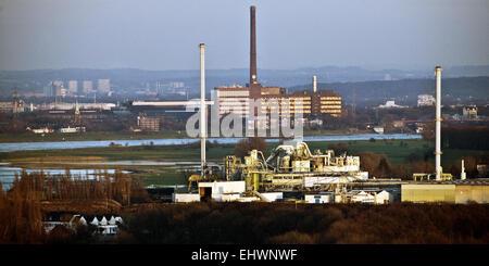 Industrial plants along the Rhine, Duisburg. - Stock Photo