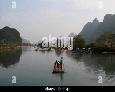 Tourist cruise boat on the Li river near Yangshuo, Guilin, China - Stock Photo