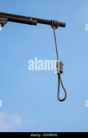 Hangman's noose outside The Prospect of Whitby Pub in London mail@davidlevenson.com - Stock Photo
