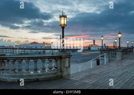 Winter evening on Brighton seafront, East Sussex, England. - Stock Photo