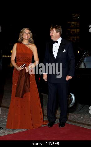 Copenhagen, Denmark. 18th March, 2015. Dutch King Willem-Alexander and Queen Máxima arrive to the Black Diamond - Stock Photo