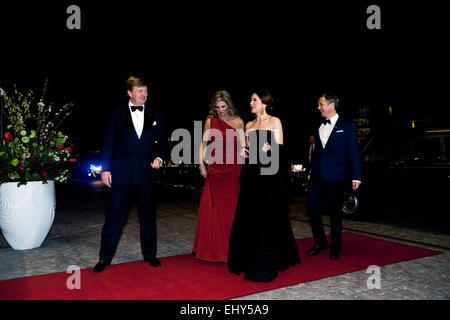 Copenhagen, Denmark. 18th March, 2015. Dutch King Willem-Alexander (left) and Queen Máxima (Second, left) welcome - Stock Photo