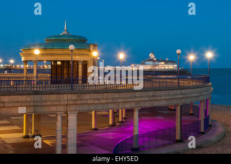 Evening on the seafront in Eastbourne, East Sussex, England. - Stock Photo