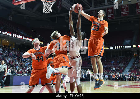 Philadelphia, Pennsylvania, USA. 18th Mar, 2015. Bucknell Bison forward ZACH THOMAS (23) blocks a shot by Temple - Stock Photo