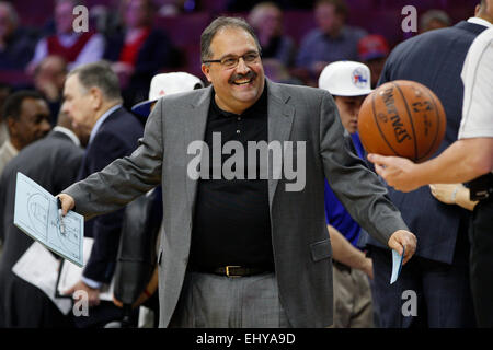 Philadelphia, Pennsylvania, USA. 18th Mar, 2015. Detroit Pistons head coach Stan Van Gundy reacts to the official - Stock Photo