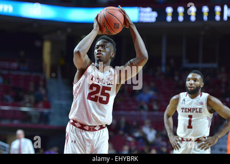 Philadelphia, Pennsylvania, USA. 18th Mar, 2015. Temple Owls guard QUENTON DECOSEY (25) shoots a free throw during - Stock Photo