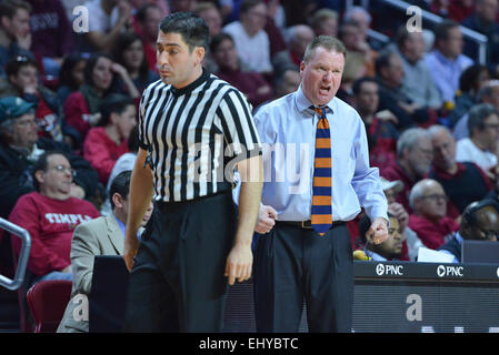 Philadelphia, Pennsylvania, USA. 18th Mar, 2015. Bucknell Bison head coach DAVE PAULSEN yells towards the court - Stock Photo