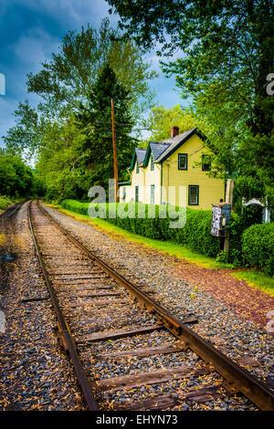 House along railroad tracks in Portland, Pennsylvania. - Stock Photo