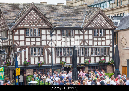 England, Manchester, city, Old Wellington Inn Pub and Sinclairs Oyster Bar - Stock Photo
