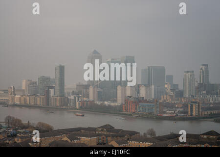 London, UK. 18th March, 2015. Britain is on a health alert as a cloud of potentially toxic smog from the Continent - Stock Photo