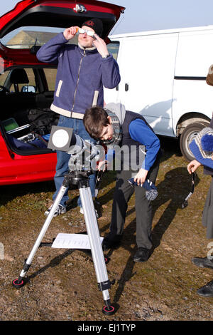 Madley, Herefordshire, UK. 20th Mar, 2015. Amateur astrologer and child looking through a telescope at the partial - Stock Photo