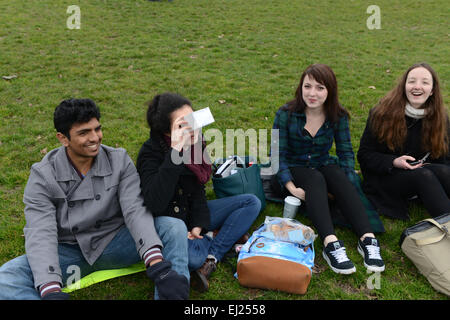 Regents Park, London, UK. 20th March 2015. People assemble in Regents Park in London hoping to see the solar eclipse - Stock Photo