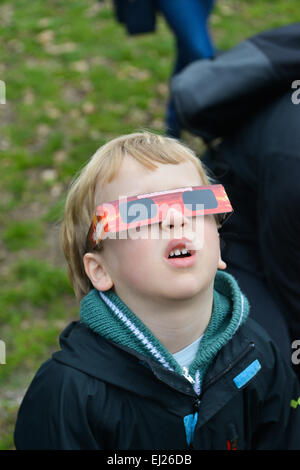 Regents Park, London, UK. 20th March 2015. Wearing the special glasses and hoping to see the eclipse. People assemble - Stock Photo