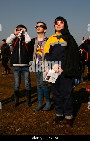 Madley, Herefordshire UK. 20th March, 2015.  Local school pupils watch the solar eclipse through their solar viewing - Stock Photo