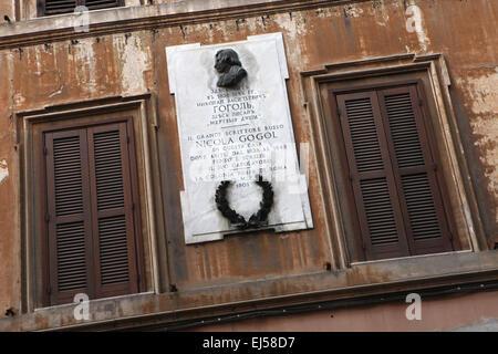 Commemorative plaque to Russian writer Nikolai Gogol at Via Sistina in Rome, Italy. Nikolai Gogol lived in this - Stock Photo