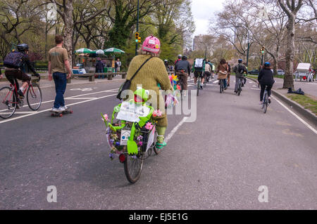 New York, NY 21 April 2008 - Members of the Environmental Advocacy group, Times-Up, Earth Day bicycle ride to promote - Stock Photo
